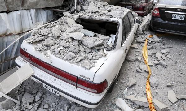 Силно земетресение в Китай: Има загинали и ранени