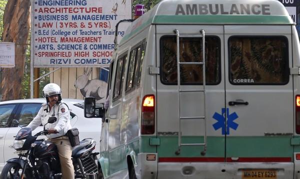 Най-малко 22 загинали при срутване на стена в Индия