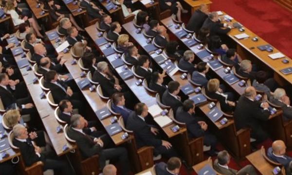 Мажоритарна прогноза: 160 депутати от ГЕРБ, 50 – БСП, 30 – ДПС