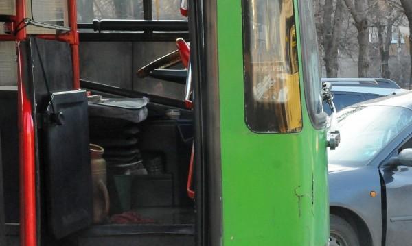 Автобус блъсна пешеходец на улица в София
