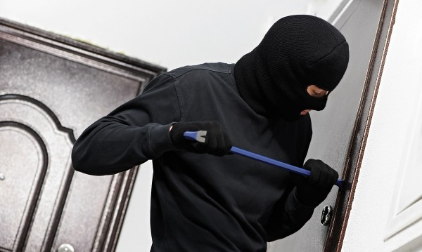 Трима опитаха да ограбят заложна къща в Асеновград