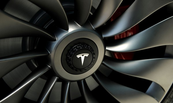 Tesla приема поръчки за соларен покрив