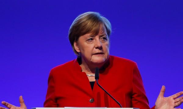 """Меркел: """"Не"""" на връщането на задължителната казарма"""