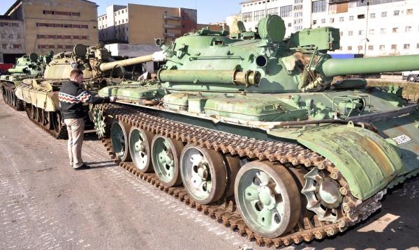 Превъоръжаване: Ще строим военни кораби и танкове