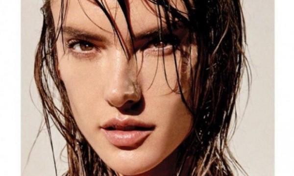 Алесандра Амброзио в перфектна форма – гола и мокра!