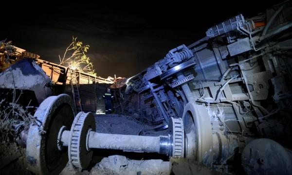 Влак се заби в къща близо до Солун, жертвите са две