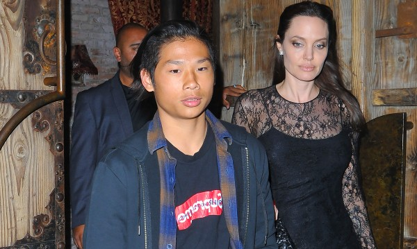 Джоли в Деня на майката със сина си Пакс
