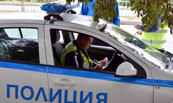 Екшън в бензиностанция: Служител задържа въоръжен бандит