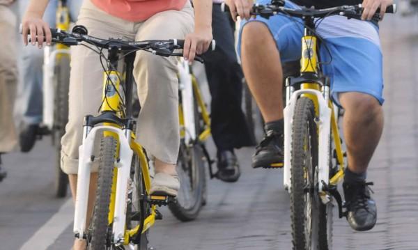 Екорешение в Албена – туристи с е-велосипеди