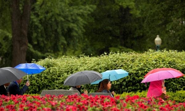 Прогнозата: Срядата топла, но дъждовна