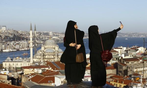Половината млади туркини – съгласни на уреден брак