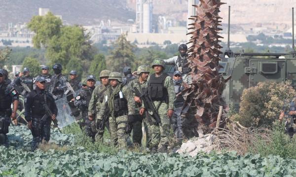 Армията разоръжи полицията в курортен град в Мексико