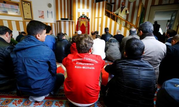 От джамиите в Германия: Научихме се да мразим евреи, християни