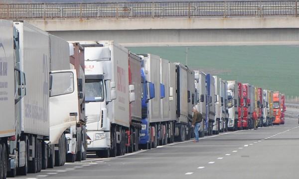 5 км тапа от камиони на ГКПП Промахон – Кулата