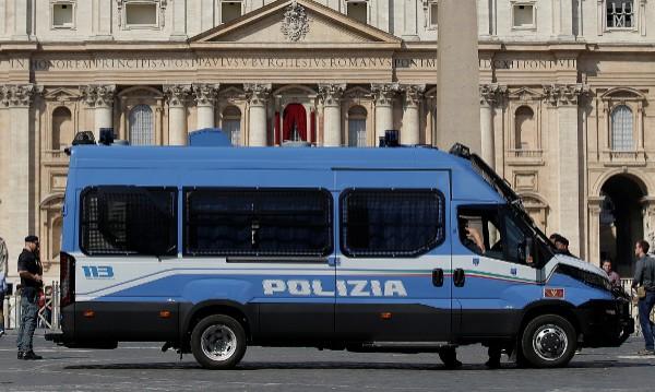 Полицай и военен ранени с нож на жп гарата в Милано