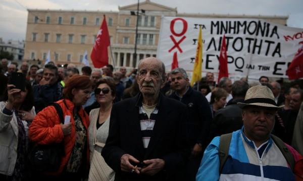 Гръцкият парламент прие нови мерки за икономии