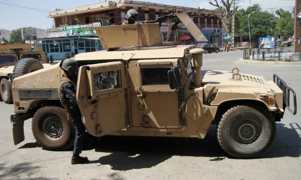 Талибаните нападнаха от три страни афганистанския град Газни