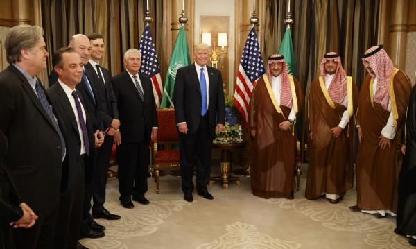 В Рияд Тръмп сключи най-голямата военна сделка в историята на САЩ