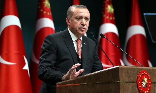 След 3 години: Ердоган си връща партийното лидерство днес