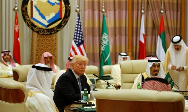 """След """"много важни"""" срещи: Тръмп зове мюсюлманите за единство"""