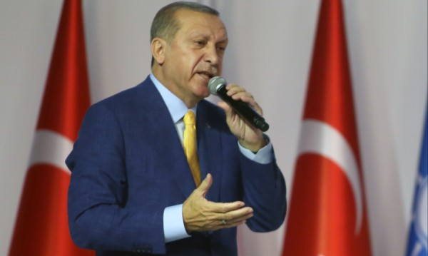 Официално: Ердоган оглави управляващата партия в Турция