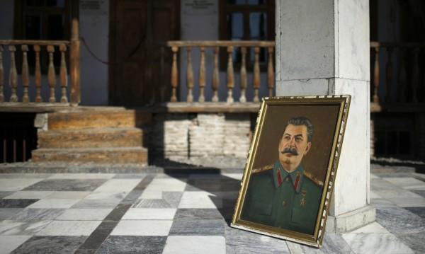 Руснаците все по-склонни да оправдават репресиите на Сталин