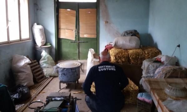 Митничари откриха нелегален цех за тютюн край Бяла Слатина