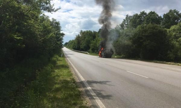 Иван Лечев се сбогува с колата си, запали се в движение