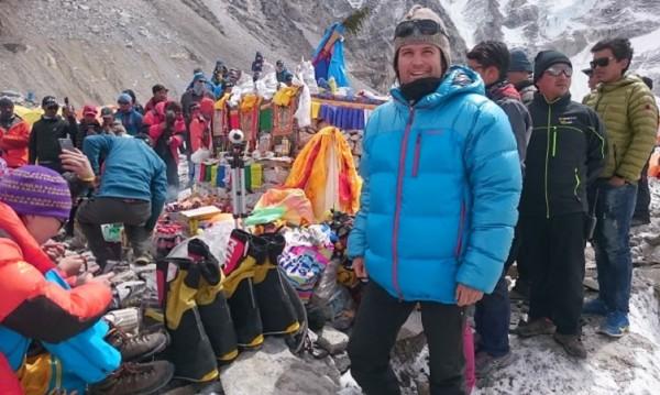 Веган алпинистът Скатов е добре, замръзнал му телефонът