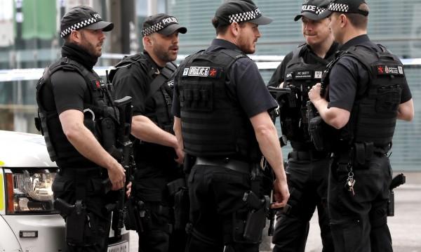 Въоръжени полицаи ще патрулират в английските влакове