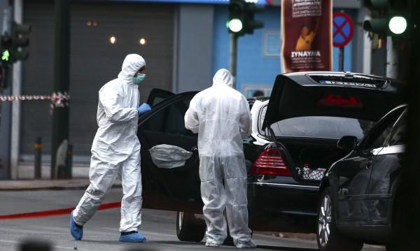 Бомба рани бившия гръцки премиер Лукас Пападемос
