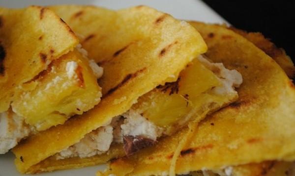 Рецептата Dnes: Печен ананас с камембер и мед