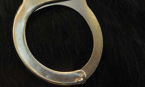 Задържаха двама плевенчани за трафик на хора