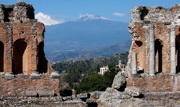 Разходка с хеликоптер над Етна: За първите дами от Г-7