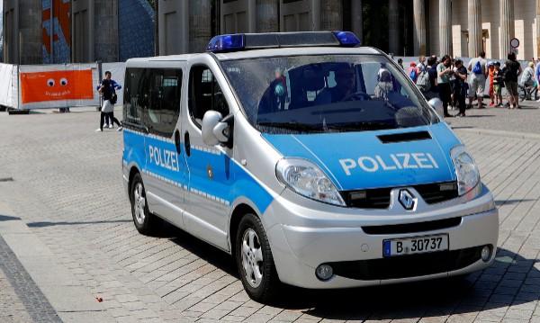 Кола падна по стълбите на метрото в Берлин, има ранени