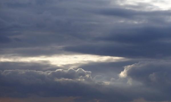 Облачна и дъждовна събота, с температури до 15° - 20°