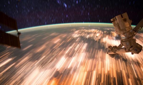 Роскосмос допуска: Следи от извънземен живот по МКС