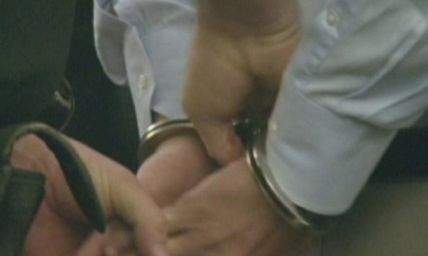 Криминално проявен ограби лекар в кабинета му