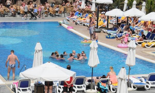 Препили британци се жалят от BG хотели: Олюлях се, паднах!