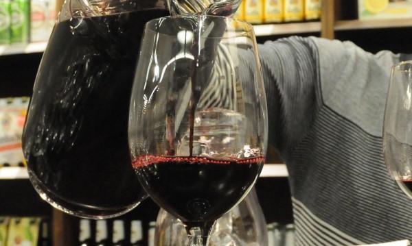 На трапезата: Пием повече вино и по-малко ракия