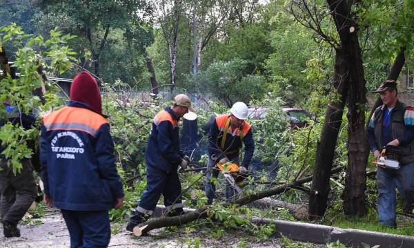Още повече жертви на урагана в Москва, станаха 16