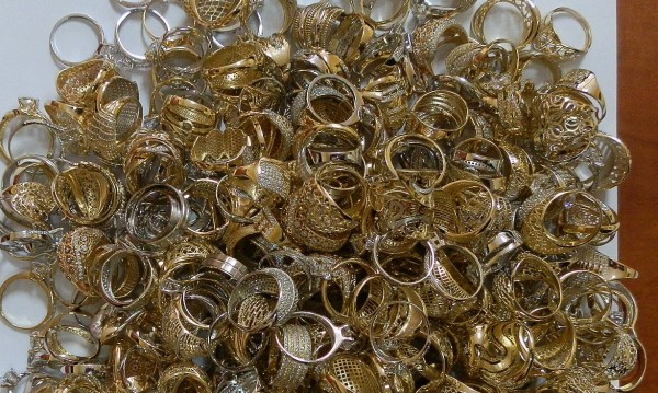 Измамници продават злато менте в Пазарджишко