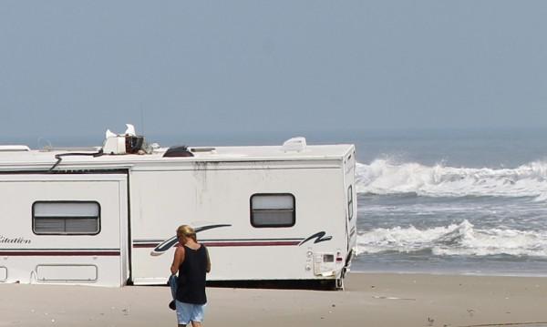 Българи vs. гърци – каравани край плажа! Кой крив, кой прав?