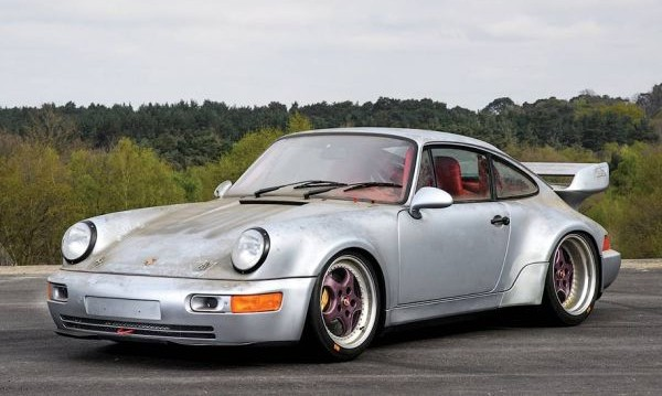 Извадиха 2 млн. евро за 24-годишно Porsche 911