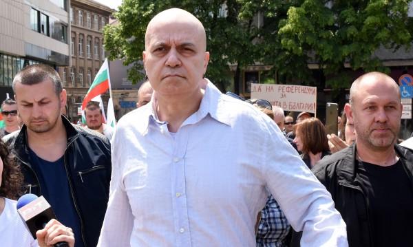 Съдът: Референдумът не е задължителен! Слави: Отвратен съм