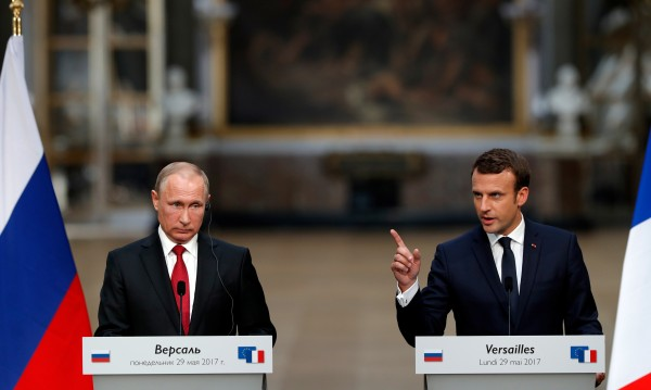 Колко силно Путин иска да се сближи с Париж