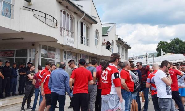 Гриша Ганчев взе емблемата на ЦСКА, но кои наддаваха?