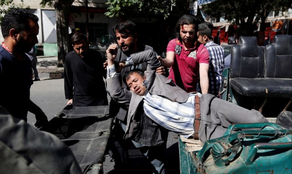 Десетки убити и ранени при атентат с кола бомба в Кабул