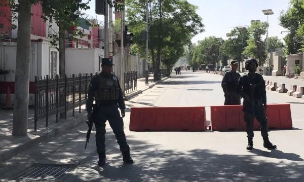 Евакуират служителите на посолството ни в Кабул