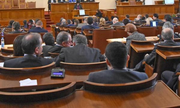 В парламента няма мир! Викове: ГЕРБ е БКП, БСП – в Сибир